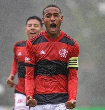 Zagueiro: Darlan nasceu em 2004. Assim como Iago, ele não assinou contrato profissional com o Rubro-Negro, mas está garantido no clube até o fim de agosto de 2023.