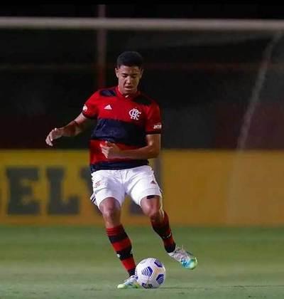 Zagueiro: Iago nasceu em 2005. O jogador ainda não tem contrato profissional com o Flamengo, mas está garantido no clube até, pelo menos, janeiro de 2024.