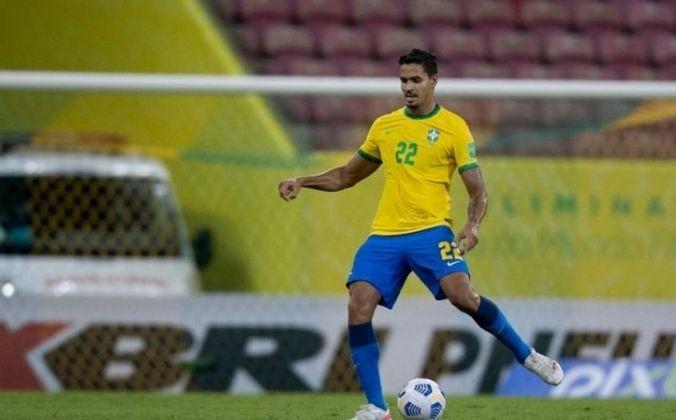 Zagueiro: Lucas Veríssimo, 26 anos - Benfica (POR).