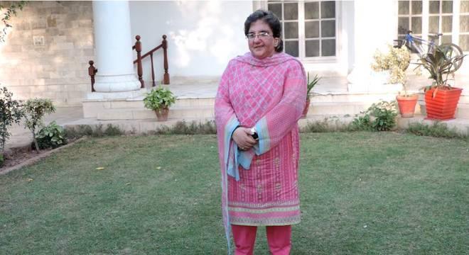 Zain Zia em sua casa no Paquistão