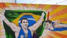 Ginasta Arthur Zanetti tem pintura renovada em muro da rua dos pais