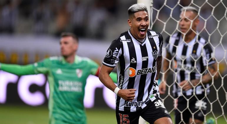 Zaracho marcou dois, um deles uma pintura, na vitória do Atlético-MG