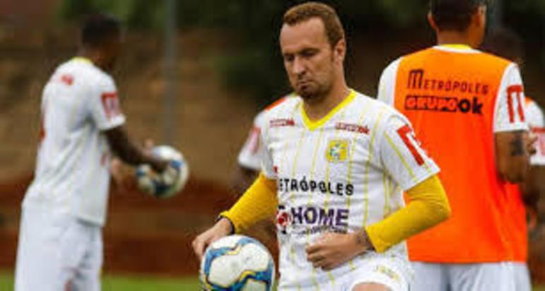 Zé Eduardo: 33 anos – atacante – Brasiliense - 11 gols em 11 jogos no Campeonato Brasiliense