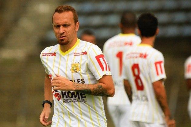 ZÉ EDUARDO: Depois de passagens pelo futebol europeu, hoje Zé Love atua pelo Brasiliense.