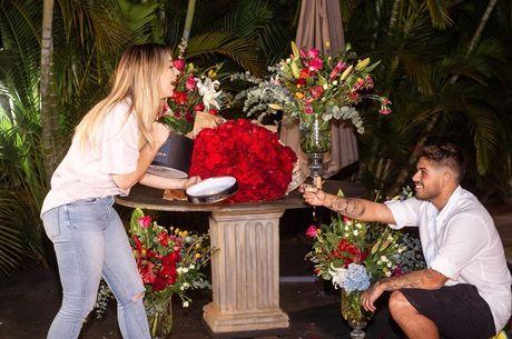 Cantor pediu a mão da namorada em casamento