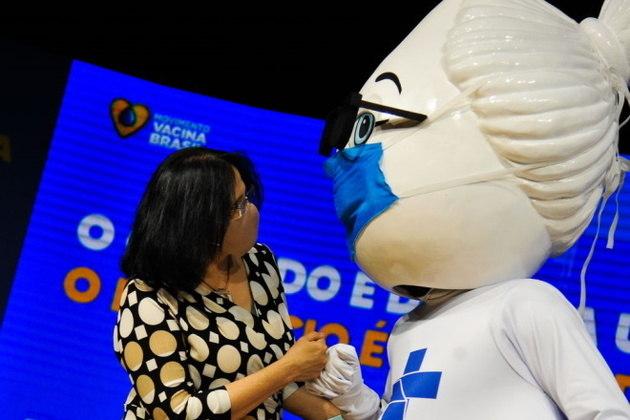 A ministra da Mulher, da Família e dos Direitos Humanos, Damares Alves também fez questão de interagir com a Dona GotinhaLeia também: Veja quatro dicas fundamentais para ter uma boa noite de sono