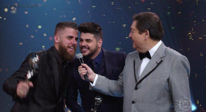 Zé Neto e Cristiano choraram ao levar o prêmio no 'Domingão do Faustão'