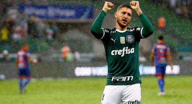 Meia Zé Rafael marcou o primeiro gol do Palmeiras no Brasileirão 2019