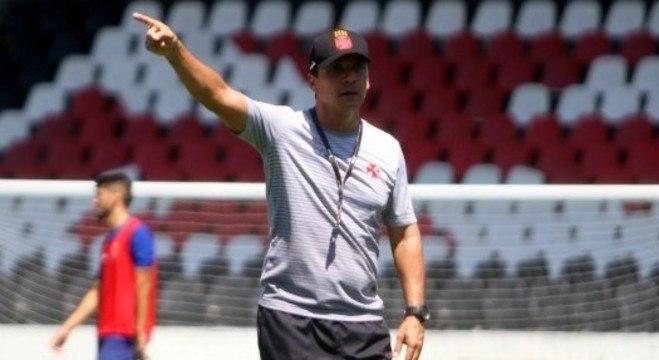 Vasco, do técnico Zé Ricardo, afastou hipótese de infecção alimentar dos jogadores