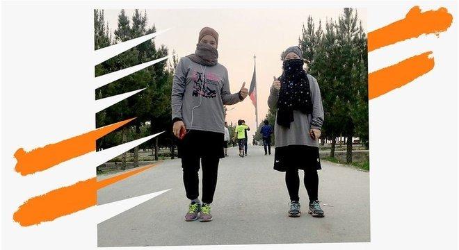 Zeinad pratica corrida como uma forma de reduzir desigualdade de gênero no Afeganistão Zeinab (à esquerda), 24 anos, Cabul (Afeganistão)