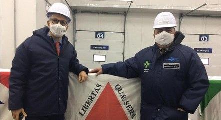 Zema acompanhou liberação de doses em São Paulo