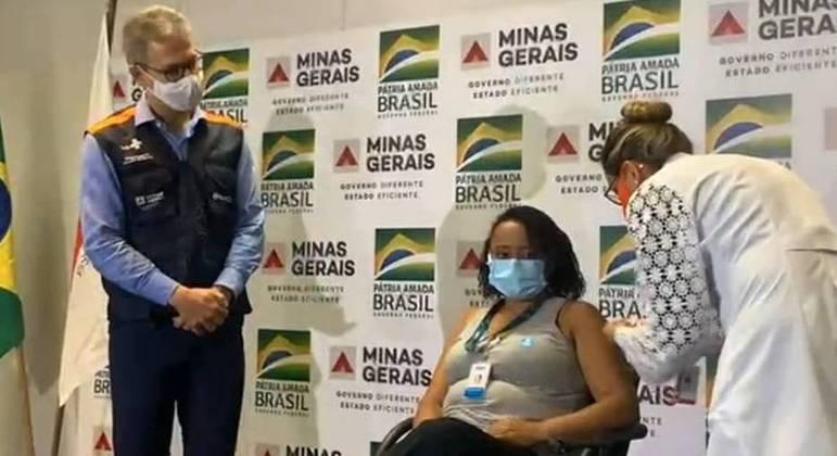 Primeiro lote da Coronavac chegou a Minas, na última segunda-feira (19), recepcionado pelo governador