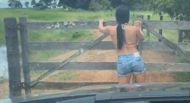 Noiva de Zezé abriu porteira para cantor passar com o carro