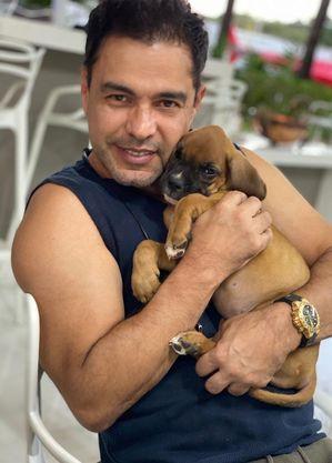 Zezé Di Camargo pediu ajuda para encontrar cachorro de estimação