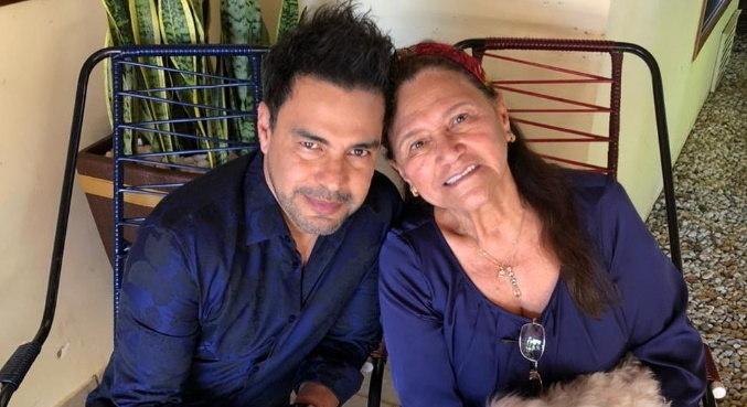 Ao publicar foto com a mãe, Zezé se declarou: 'Hora de cuidarmos de você'