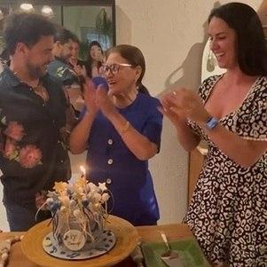 Zezé celebrou 59 anos com a mãe e a noiva