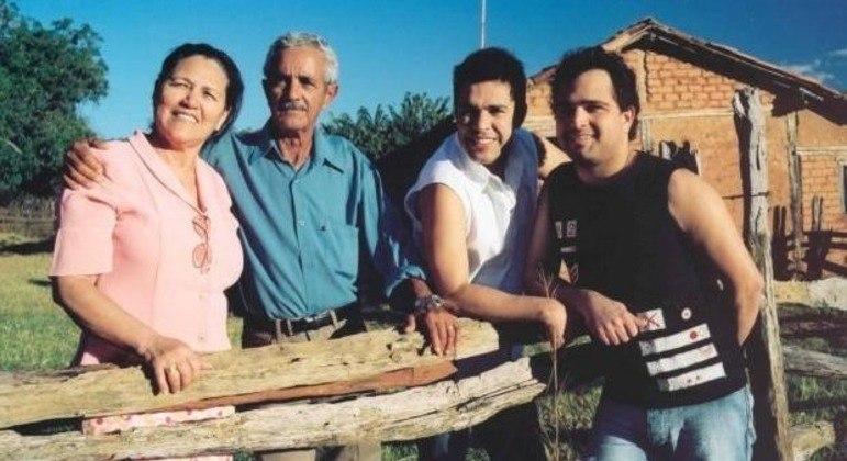 Pai da família Camargo morreu aos 83 anos após anos lutando contra um enfisema pulmonar
