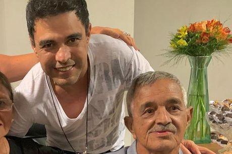 Pai de Zezé está internado em estado grave