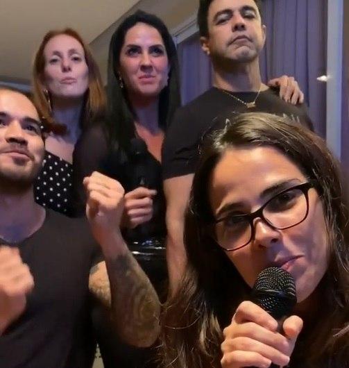 Zezé Di Camargo canta com Wanessa e Graciele em karaokê