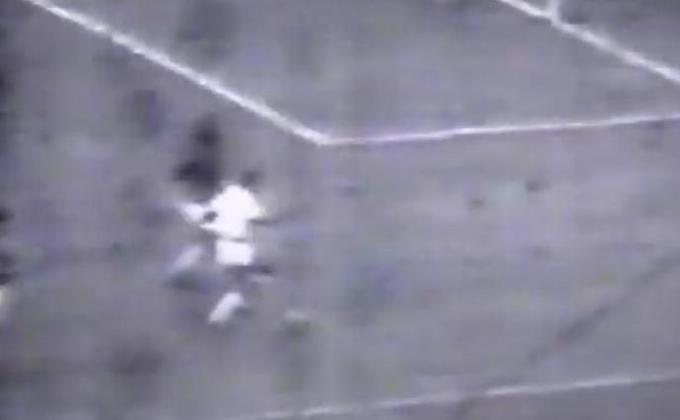 Zezinho 16 gols em 1956 - O São Paulo se sagrou vice-campeão em 1956, perdendo para o Santos por 4 a 2. Zezinho, porém, foi o artilheiro.