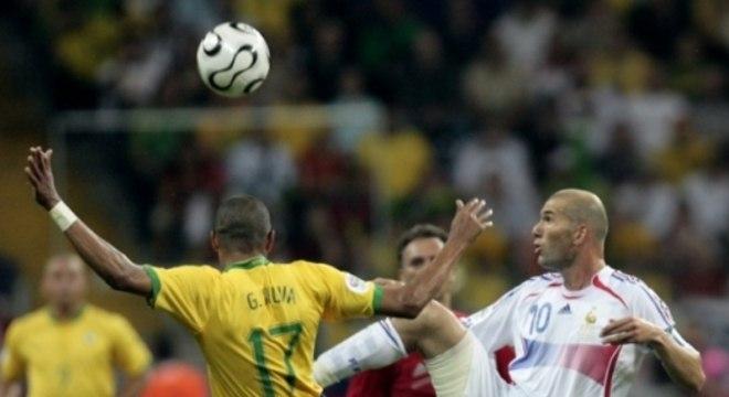 Zidane deu aula: drible em Gilberto Silva