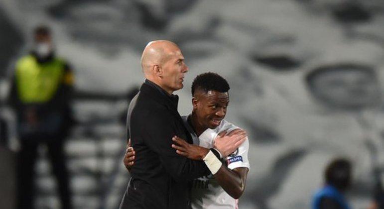 Crescimento de Vinicius Junior se deve a Zidane. Aprendendo a finalizar