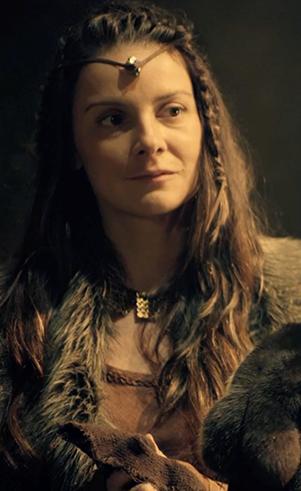 Zilá (Carolina Chalita): Segunda esposa de Lameque, mãe de Tubalcaim e Naamá.