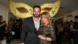 Zilu vai com namorado em festa e filho de Geraldo Luis ataca DJ ()