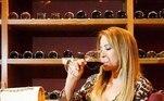 Em passeio porSunny Isles Beach, cidade localizada no estado americano da Flórida, em julho, a empresária aproveitou para degustar vinhos e, ainda, publicou uma reflexão nas redes sociais.