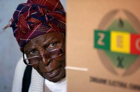 Mugabe anunciou que votará na oposição
