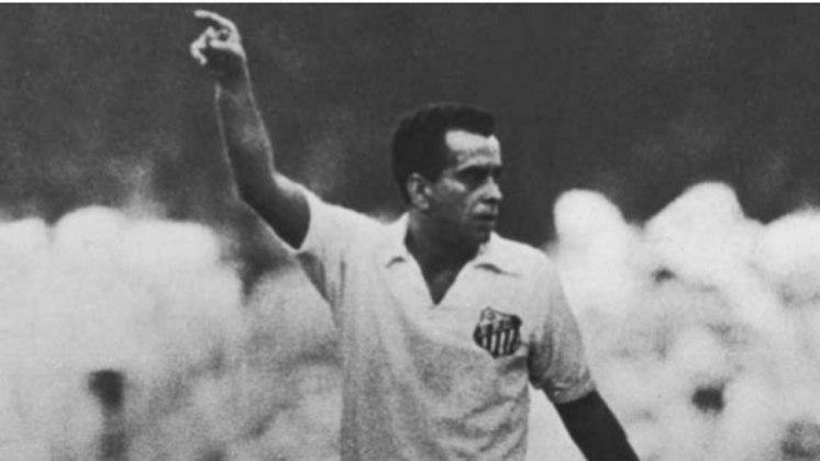 Zito - Bicampeão do Mundial de Clubes com o Santos e vencedor das Copas de 1958 e 1962 com o Brasil, Zito faleceu em 2015.