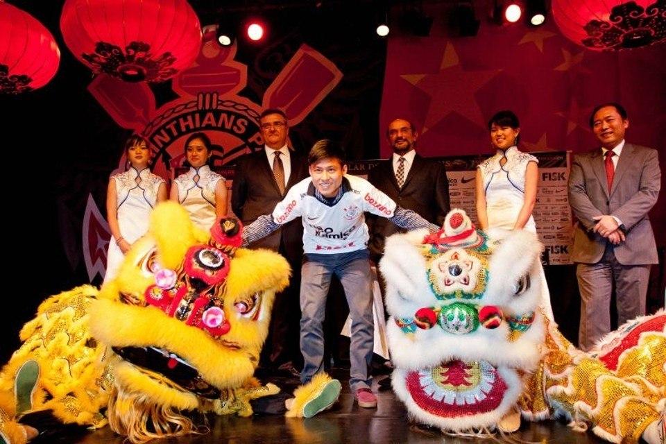 Até jogador da China, Andrés trouxe. Para tentar os naming rights