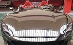 Essa não é a primeira vez que Ibra gasta uma fortuna presenteando a si mesmo com um carro de luxo. Em 2019, no aniversário de 38 anos, o jogador comprou a raríssimaFerrari Monza SP2, de 1,4 milhão de euros (cerca de R$ 8,7 milhões), o veículo mais caro da garagem do sueco. O modelo teve apenas 500 unidades fabricadas, e a montadora italiana selecionou quem seriam os compradores