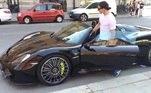 Mas a paixão por Ferraris não impede Ibrahimovic de adquirir possantes de outras marcas de luxo. Um dos queridinhos do sueco é oPorsche Spyder, adquirido em 2014 por 700 mil euros (R$ 4,4 milhões na cotação atual)
