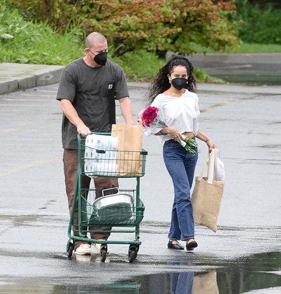 Em meio aos boatos de um romance entre eles, Channing Tatum e Zoë Kravitz foram flagrados novamente juntos, desta vez fazendo compras em um mercado de Nova York