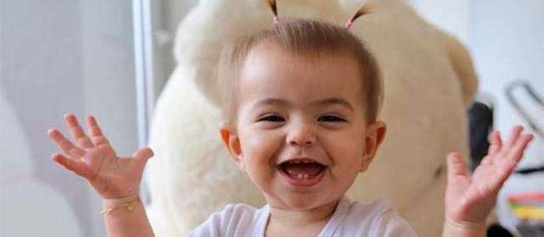 Filha de Sabrina Sato imitou o ronco da avó Kika durante viagem