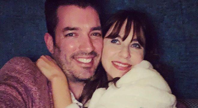 Jonathan e Zooey começam a namorar após participarem de programa