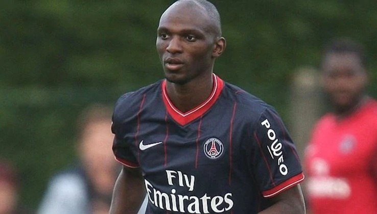 Zoumana Camara era a contratação mais cara do PSG em 2007. O clube pagou 6 milhões de euros ao Saint-Étienne