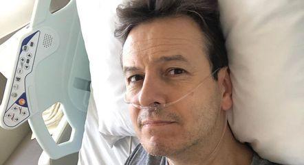 No hospital, apresentador tranquilizou fãs