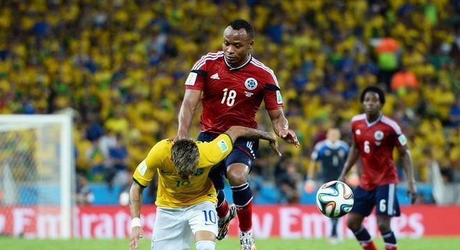 Joelhada de  Zuñiga que tirou Neymar da Copa. Colombiano diz que foi provocado